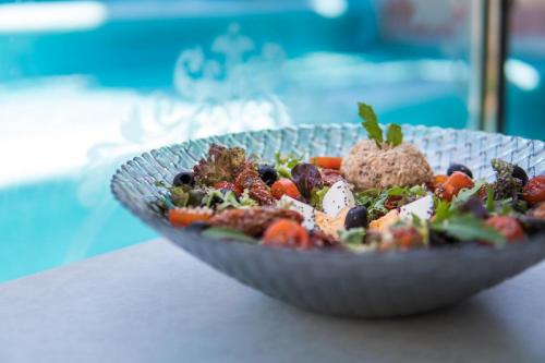Salad-with-couscous_opt